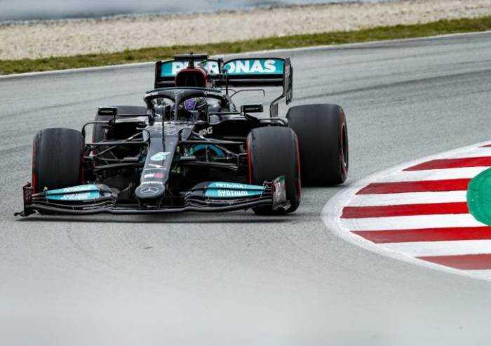 Formula Uno: Hamilton vince in Spagna, quarta la Ferrari di Leclerc