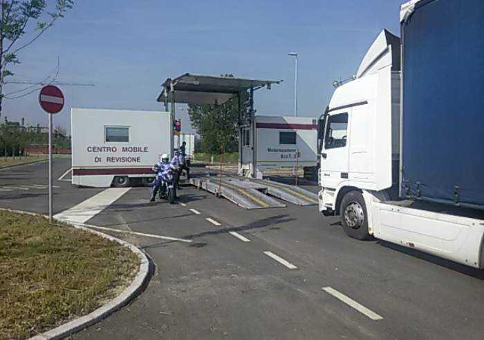 Modena, autotrasportatori stranieri al volante senza licenze: 20 multe