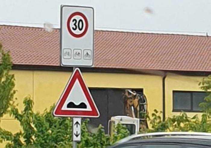 Limite di 30 all'ora per le moto: anche a Soliera gli stessi cartelli