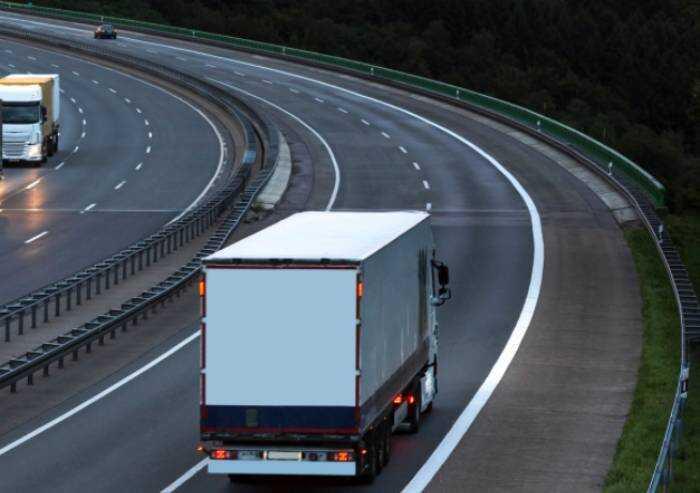 Modena A1, camionista ubriaco zigzagava con autoarticolato