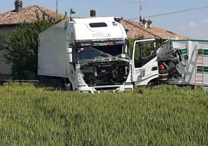 Schianto tra due camion a Spilamberto: muore un autista di 36 anni