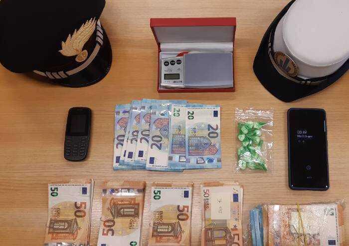 Modena: giovane pusher arrestato, aveva 15 dosi di 'coca' in tasca