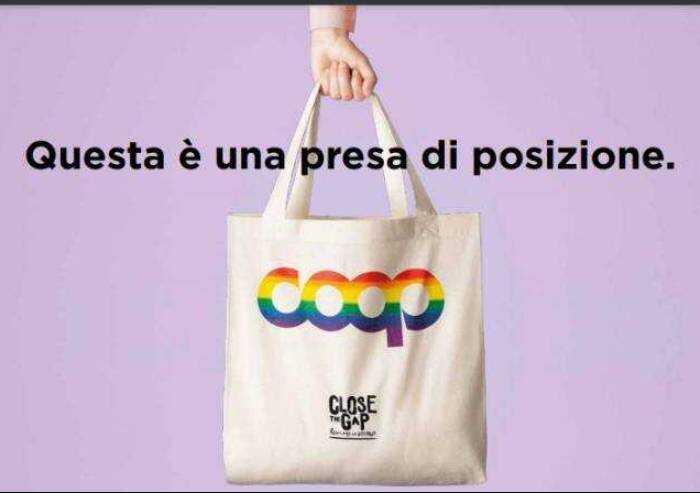 Coop Alleanza 3.0 si schiera per diritti Lgbtq: ecco borsa arcobaleno