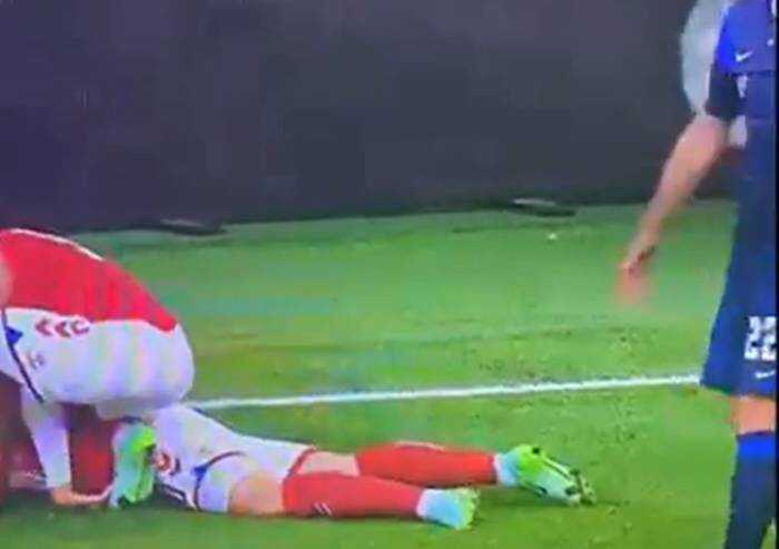 Euro 2020: dramma Eriksen, massaggio cardiaco in campo. Esce dal campo cosciente