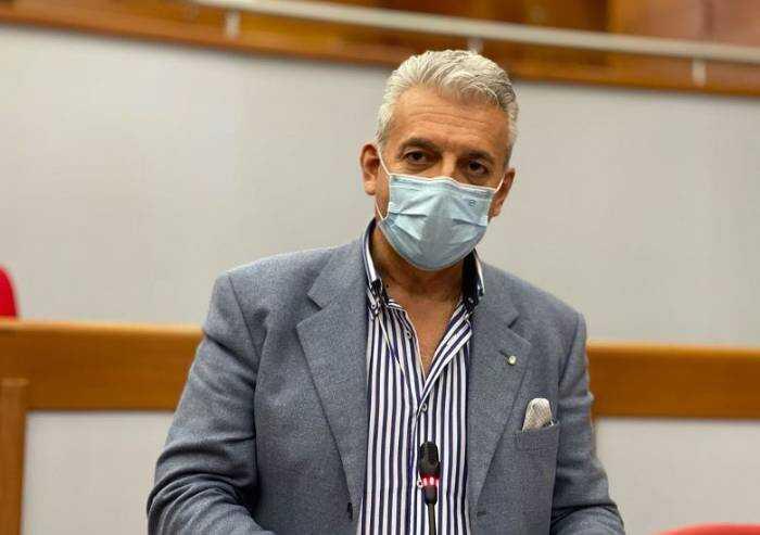 Vaccini, Fdi choc: 'Indecente usare i cittadini come cavie'