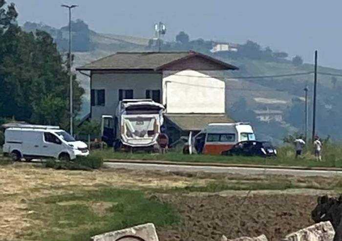 Schianto sulla Estense a Pavullo: muoiono due persone in moto