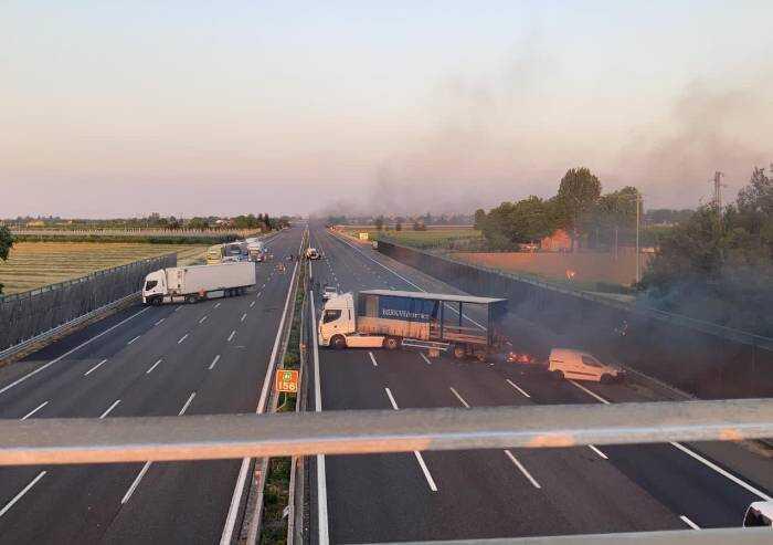 Rapina a portavalori: inferno in autostrada A1 a Modena