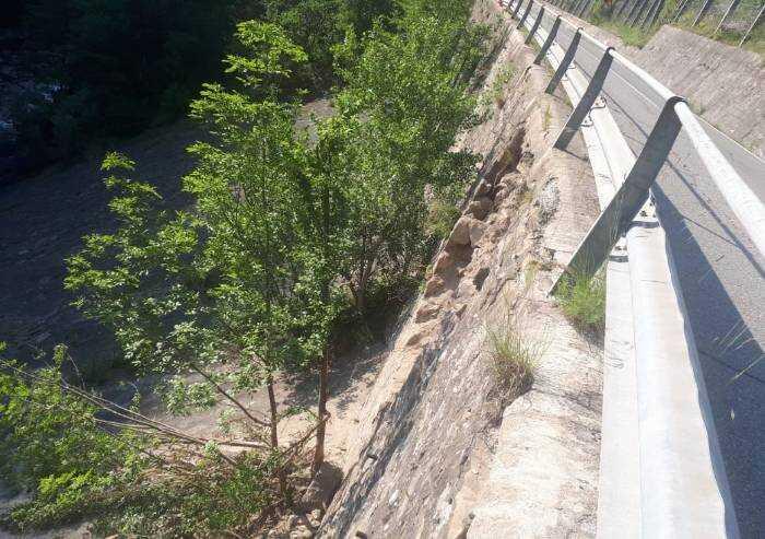 Polinago, cede muro di sostegno sulla Provinciale a Gombola