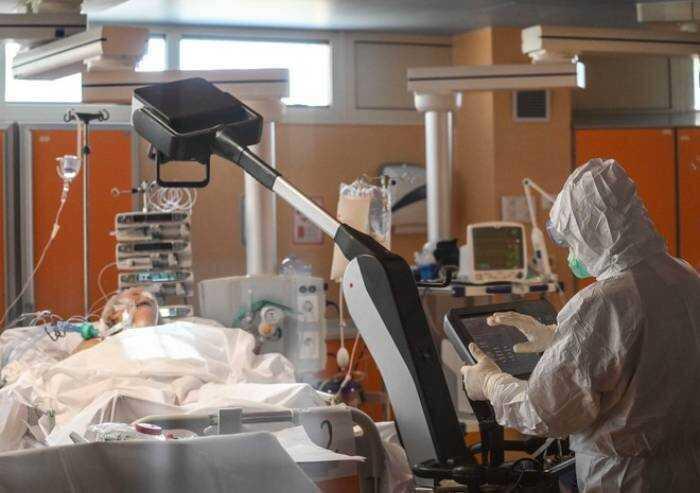 Ancora un caso di sospetta trombosi post-vaccino: grave 34enne. Dagli esami nessuna correlazione