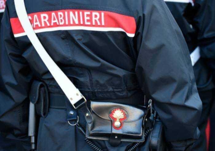 Si toglie la mascherina ed alita in faccia ad un Carabiniere: denunciato