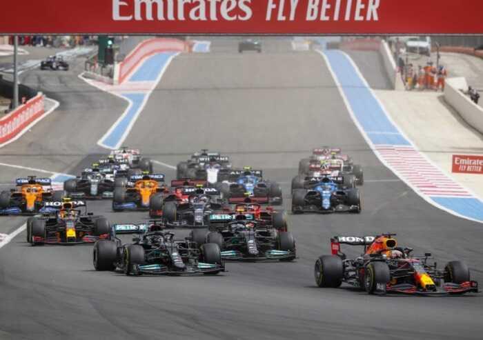 Verstappen vince in Francia davanti a Hamilton, malissimo le Ferrari