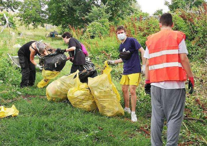 Pulizia rifiuti tangenziale Castelfranco, volontari mantengono impegno