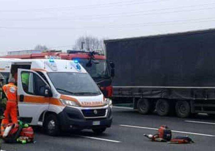 Schianto sulla A22: furgone si ribalta, muore un 60enne