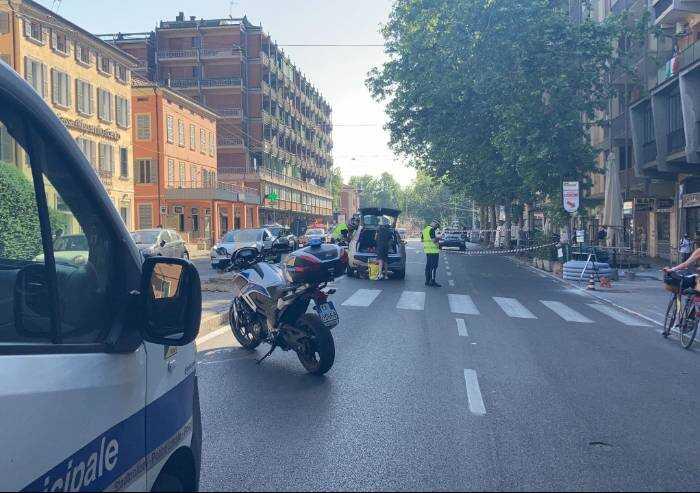 Modena, donna investita in via Giardini: è grave