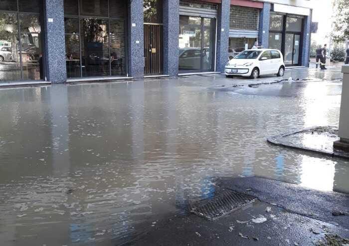 Modena, guasto idrico: allagata via Bellinzona