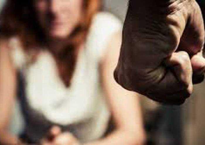 Sassuolo, ferisce col cutter e aggredisce la ex compagna: arrestato