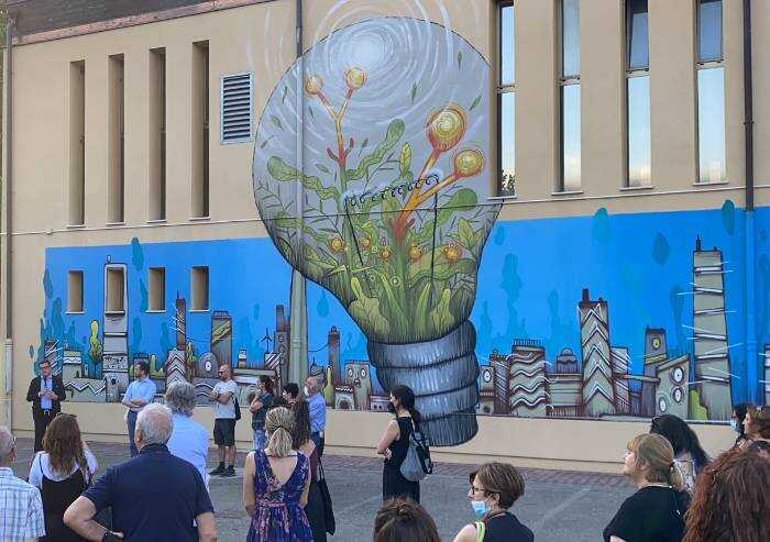 Inaugurata l'opera di Street Art alla Gino Nasi donata da Legacoop