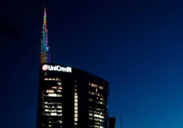 Unicredit conferma appoggio al Gay pride. E Giovanardi cambia banca