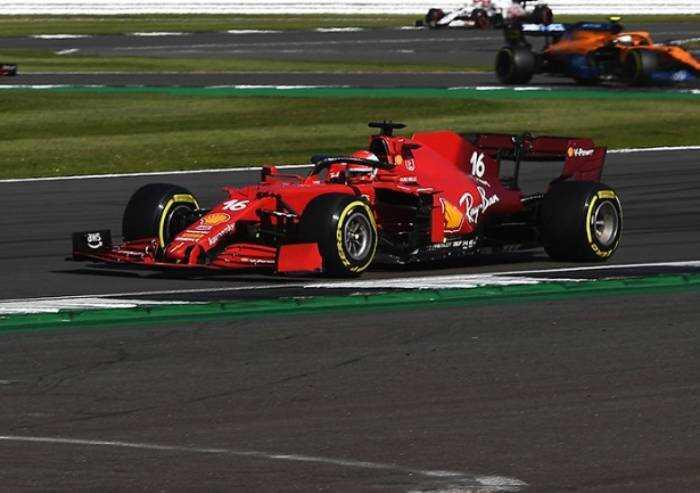 F1: la prima gara sprint è di Verstappen, sua la pole
