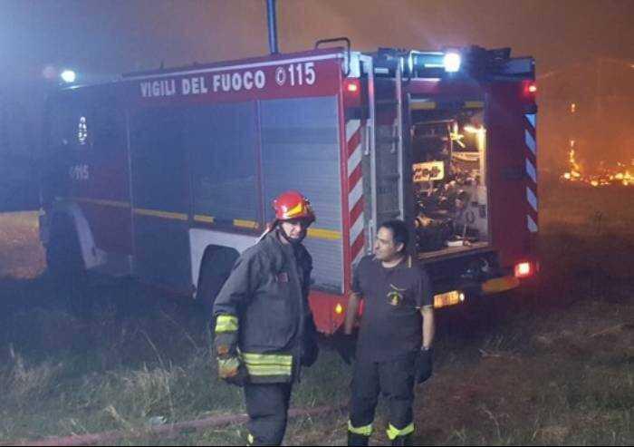 Modena, notte di terrore: danno fuoco a palazzina: 21 ustionati
