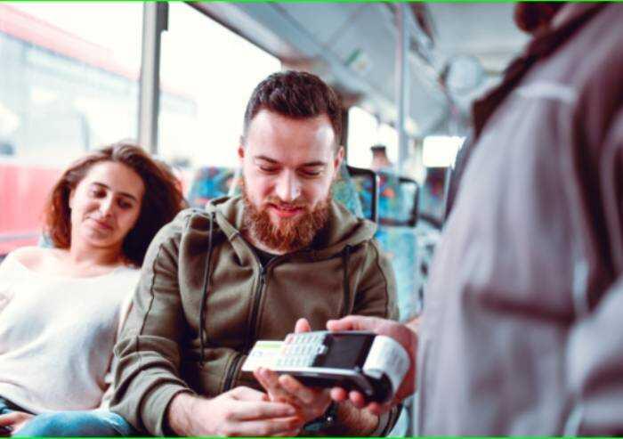 Seta, sulla linea 14 biglietto anche con carta di credito o bancomat