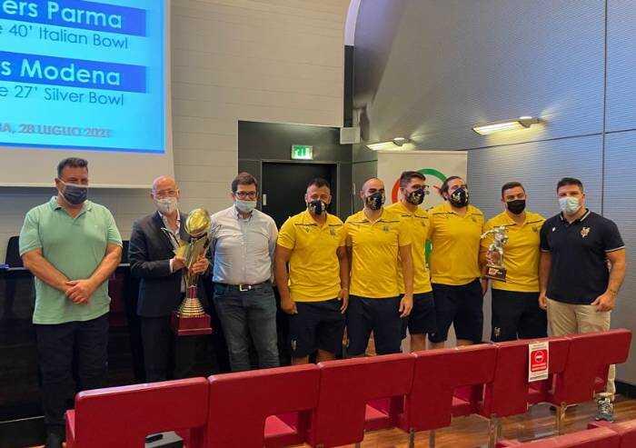 Football americano, i Vipers Modena trionfano e Bonaccini li premia