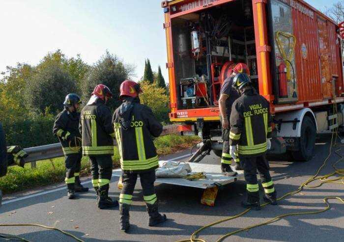 Modena, direttiva choc: vigili del fuoco senza green pass costretti al 'pranzo al sacco'