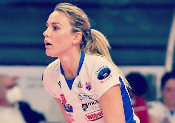 La campionessa di volley: 'Ho una pericardite post vaccino'