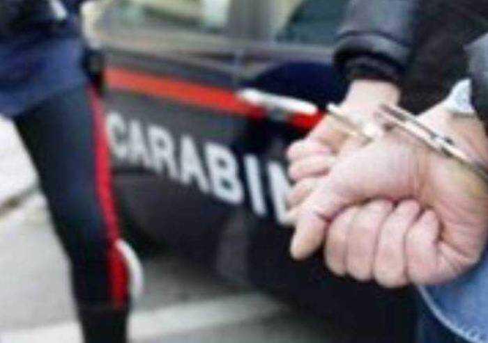 Intervento fulmineo: i CC sventano colpo e arrestano rapinatore