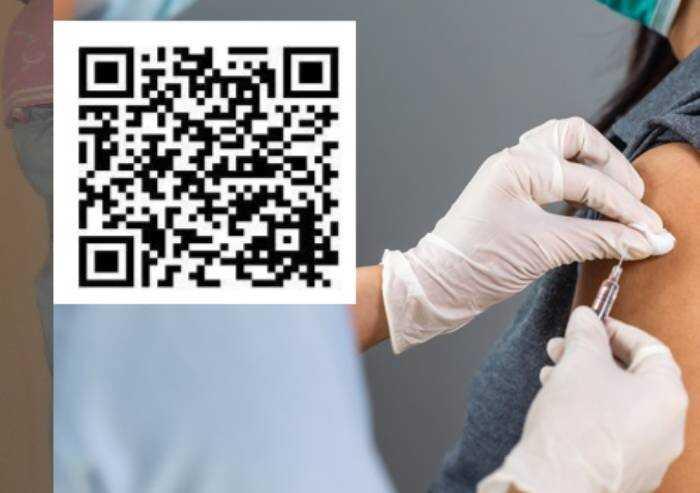 Reazioni avverse al vaccino: boom segnalazioni sui social, ma la via ufficiale è ad Aifa