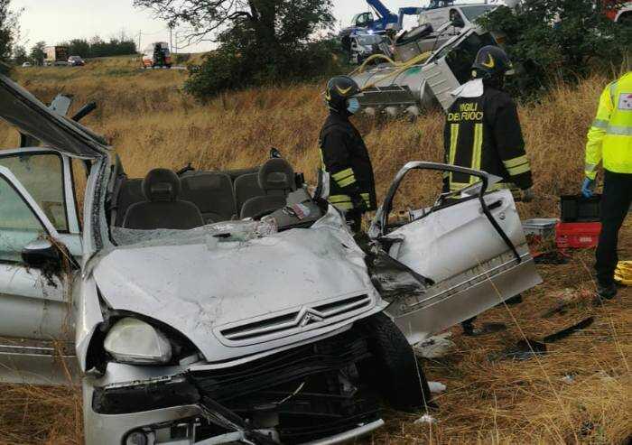 Pavullo: scontro auto-camion, donna grave all'ospedale