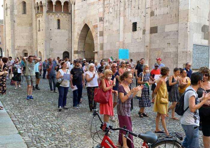 Modena, cortei no green pass: 'La non violenza è il nostro faro'