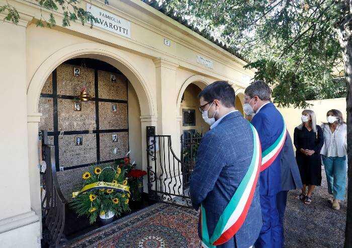 Quattordici anni fa moriva Pavarotti: l'omaggio di Modena