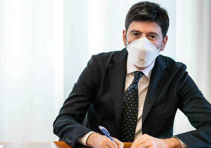 Vaccino, il ministro Speranza: 'Partiamo adesso con la terza dose'