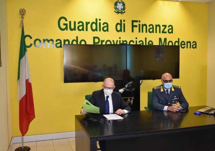 Modena, il procuratore Masini in visita al Comando della Finanza