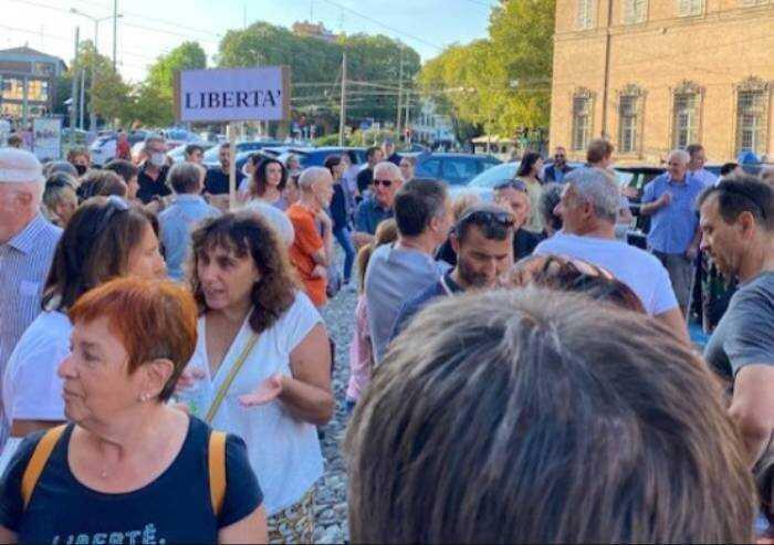 Modena, associazioni di categoria contro manifestazioni pacifiche anti Green Pass