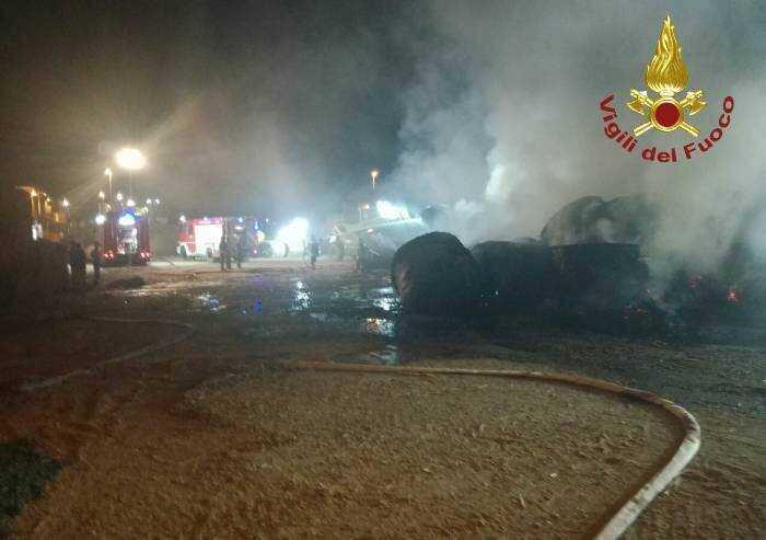 Finale Emilia: biomasse in fiamme nella notte