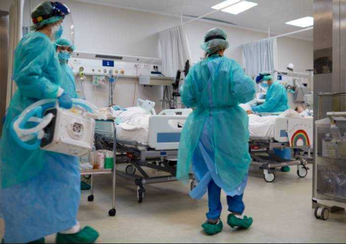 Covid, 58 ricoveri al Policlinico: il 65,8% non vaccinato