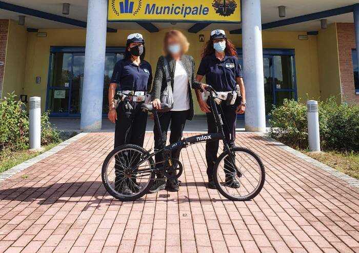 Modena, bici rubata davanti a scuola restituita alla proprietaria
