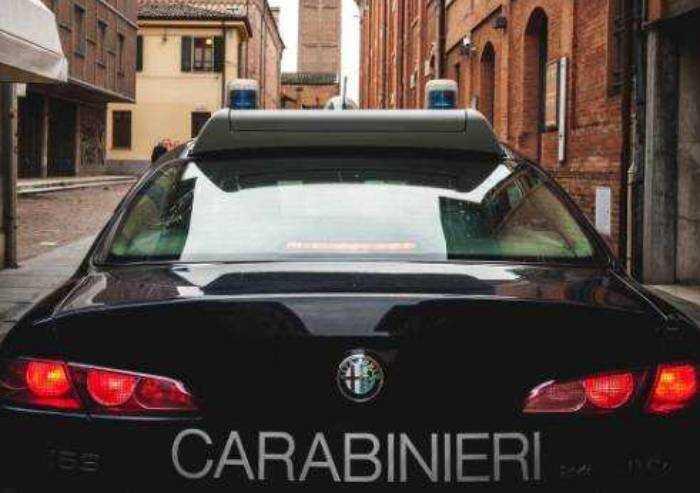 Pavullo, picchia i genitori e aggredisce i carabinieri: arrestato