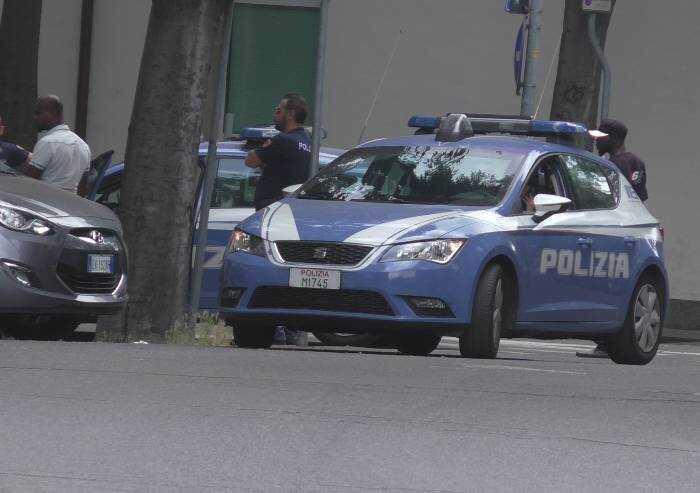 Follia a Carpi, 30enne italiano prende a manganellate in faccia 55enne