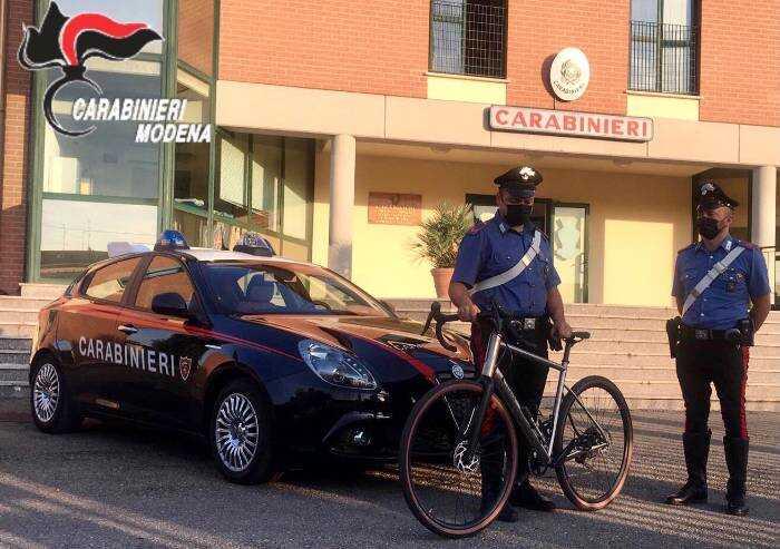 Cercano di vendere bici da corsa rubata, identificati dai carabinieri