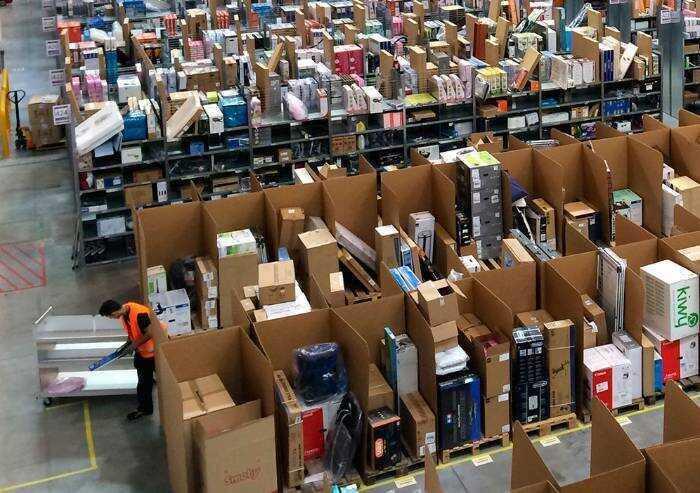 Amazon porta a 1680 euro lordi gli stipendi d'ingresso