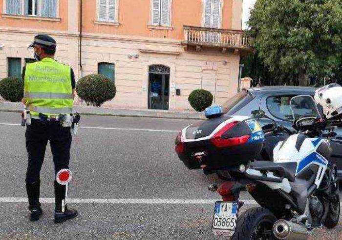 Vignola: ubriaco senza patente in motorino, denunciato