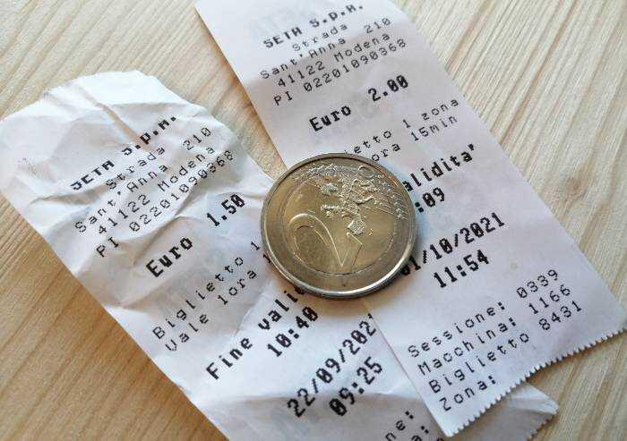 Bus Seta, da oggi si paga con bancomat: stangata per chi usa le monete