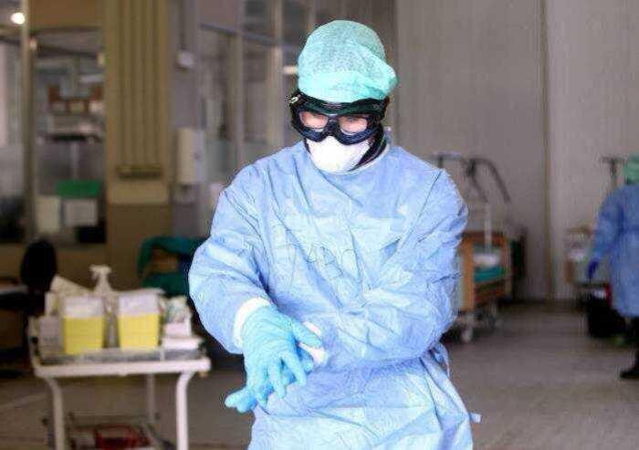 Covid, 244 contagi in Emilia Romagna: due morti