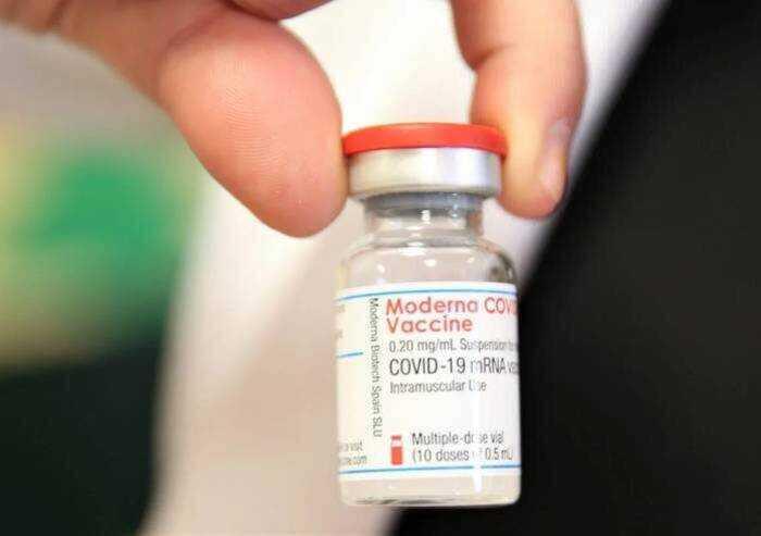Vaccino, Svezia e Danimarca sospendono Moderna per i minorenni