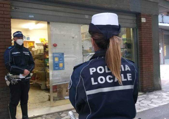 Viale Gramsci, locale chiuso 5 giorni per violazione norme Covid