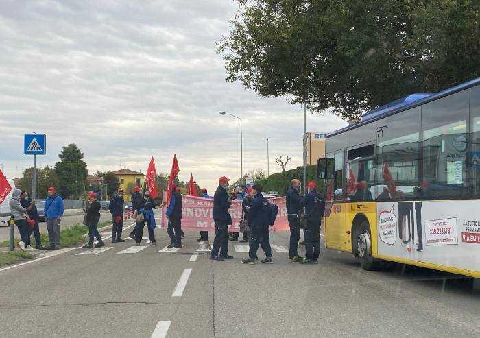 Modena, protesta Annovi Reverberi: lavoratori 'bloccano' Nonantolana