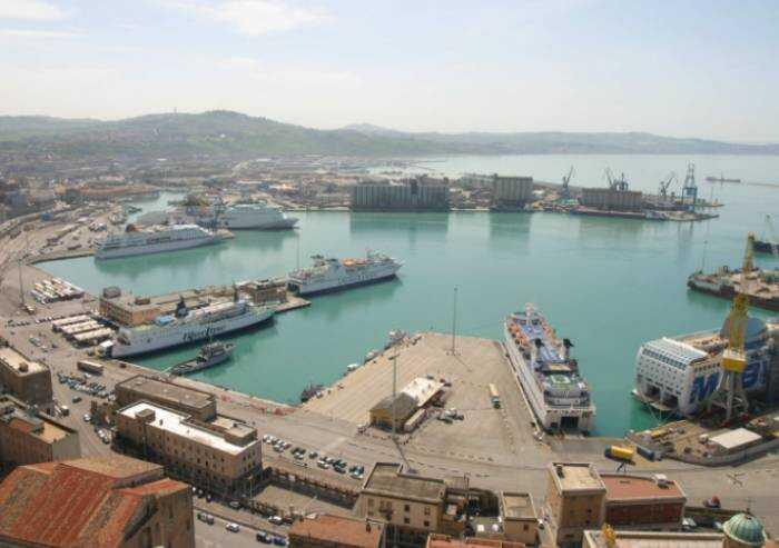 Green Pass, la fibrillazione si estende anche al porto di Ancona